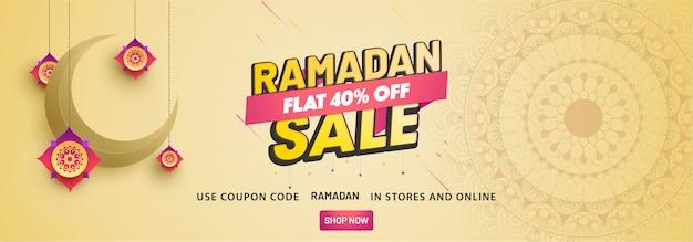 Vente ramadan, en-tête web ou bannière avec croissant de lune et 40% de réduction sur les offres.