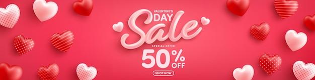 Vente de la saint-valentin 50% de réduction sur une affiche ou une bannière avec des coeurs doux sur rouge