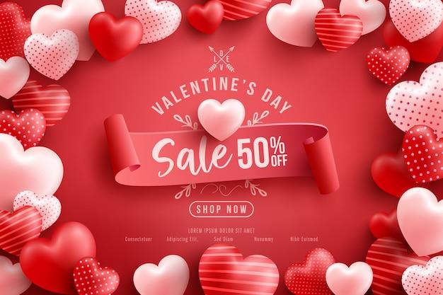 Vente de la saint-valentin 50% de réduction sur une affiche ou une bannière avec de nombreux coeurs sucrés et sur du rouge.