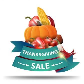 Vente de thanksgiving, bannière web en forme de ruban vert avec la récolte d'automne