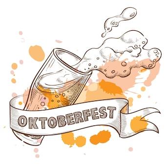 Verre à bière avec mousse éclaboussante pour oktoberfest