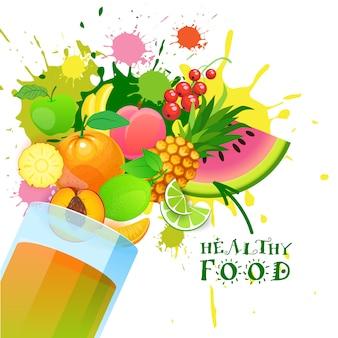 Verre avec des fruits frais, concept de produits de la ferme naturels biologiques et des aliments sains