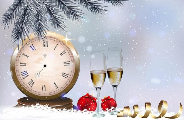 Verres à champagne, horloge proche de minuit et boules de noël