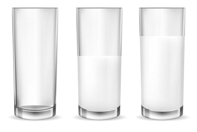 Verres transparents réalistes pour le lait