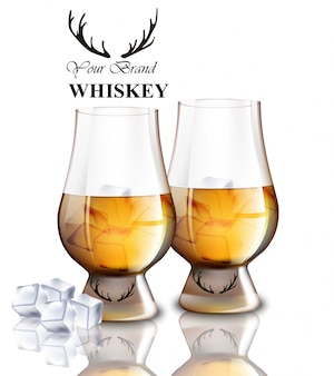 Verres de whisky avec des glaçons isolés sur blanc.