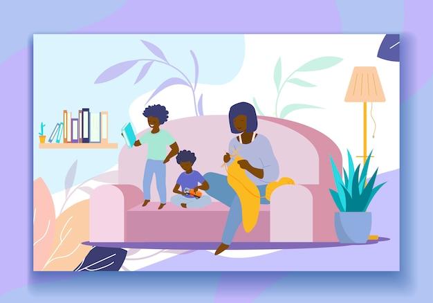 Vêtements de mère à tricoter, fils jouant et lisant