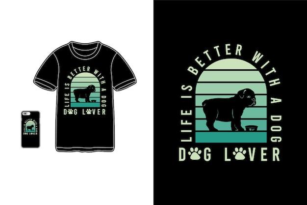 La vie est meilleure avec un chien, une typographie de maquette de siluet de chien de marchandise de t-shirt