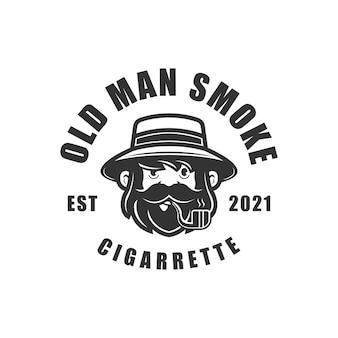 Le vieil homme fume la cigarette avec le logo de pipe vintage