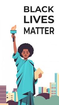 Les vies noires comptent pour la campagne de sensibilisation à la statue de la liberté contre la discrimination raciale de la couleur de peau foncée
