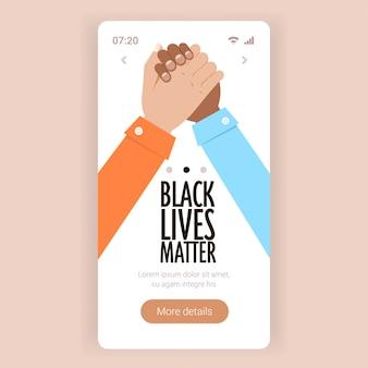 Les vies noires comptent pour un couple multiracial, main dans la main, campagne contre la discrimination raciale