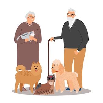 Vieux couple d'amoureux des animaux de compagnie avec des animaux