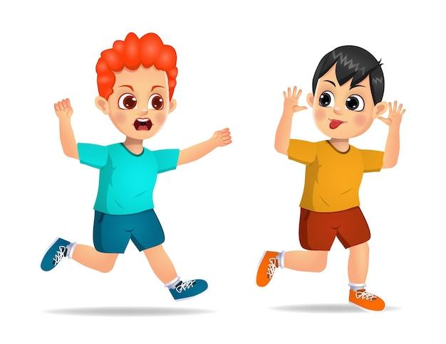 Un vilain garçon court et montre un visage grimaçant à un ami en colère. isolé