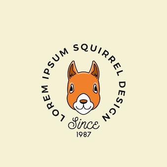 Visage d'écureuil de style de ligne avec typographie rétro.