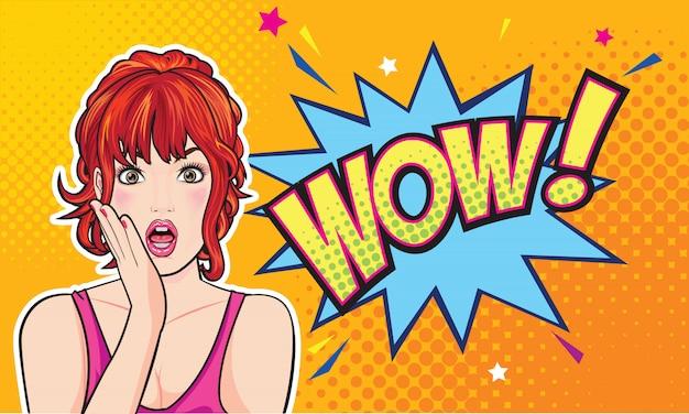 Visage de femme surpris avec la bouche ouverte avec des lèvres roses