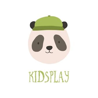 Visage mignon ou tête de panda portant une casquette élégante. museau heureux amusant d'animal sauvage isolé sur fond blanc. illustration vectorielle en style cartoon plat pour impression de sweat-shirt pour enfants, logotype.