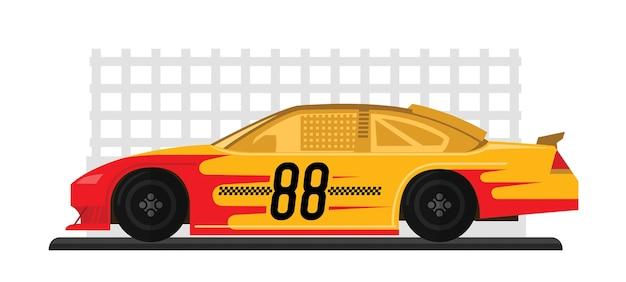 Une voiture de course jaune est prête à courir sur une piste de course