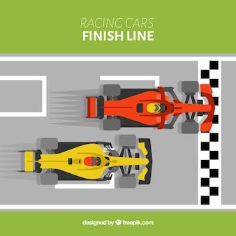 Voitures de course de formule 1 à la ligne d'arrivée avec vue de dessus