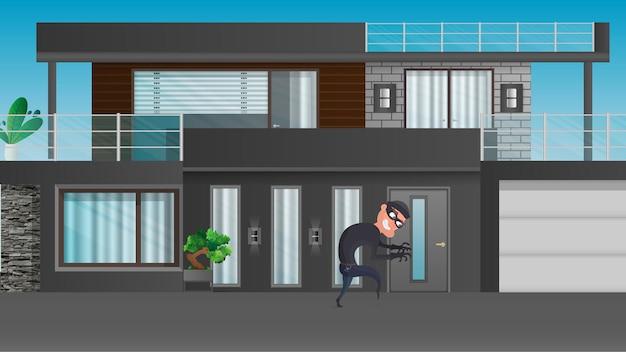 Le voleur essaie de casser la porte