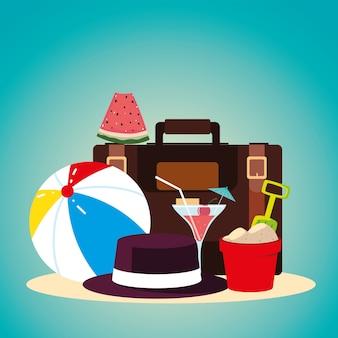 Voyage de vacances d'été, pastèque de seau de chapeau de boule de valise et cocktail détaillé