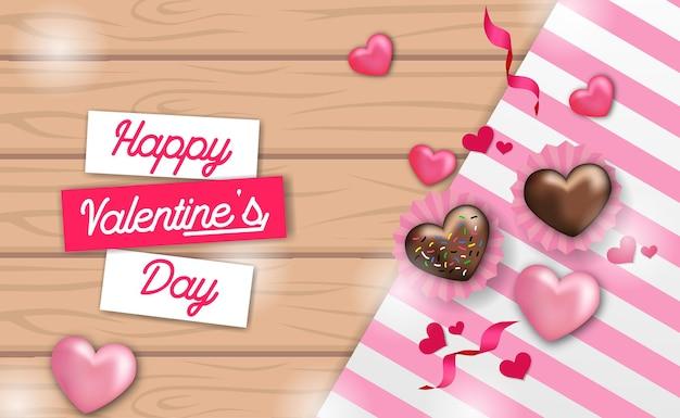 Vue de dessus en forme de coeur de gâteau sucré au chocolat d'amour avec nappe sur le bois pour le modèle de voeux de la saint-valentin