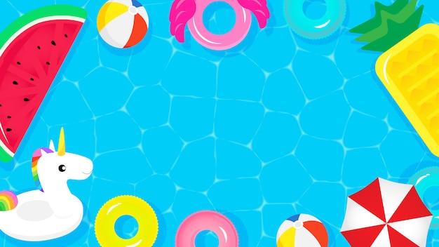 Vue de dessus de la piscine avec des flotteurs de piscine mignons