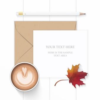 Vue de dessus plat lapointe élégante composition blanche papier enveloppe kraft brun crayon café et ciseaux feuille d'érable automne sur fond de bois.