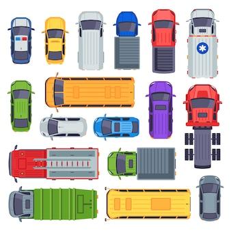 Vue de dessus des transports publics. voiture de taxi, bus de ville et véhicule ambulancier. ensemble camion de livraison, autobus scolaire et camion de pompiers