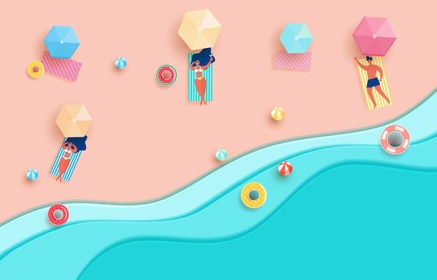 Vue de dessus des vagues de papier bleu de la mer et de la plage