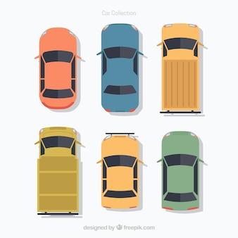 Vue de dessus des voitures et fourgonnettes plates