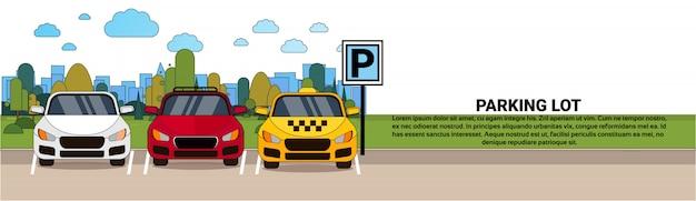 Vue du parking avec différentes voitures et taxi sur bannière horizontale fond ville silhouette