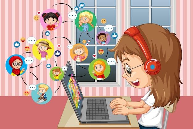 Vue latérale d'une fille communiquer par vidéoconférence avec des amis à la maison