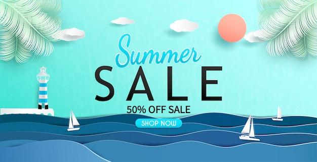 Vue sur la mer et conception de bannière de vente d'été avec du papier découpé.