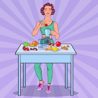 Woman making smoothie avec des fruits frais
