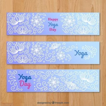 Yoga banner set avec des dessins floraux