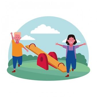 Zone pour enfants, joyeux garçon et fille avec aire de jeux à bascule