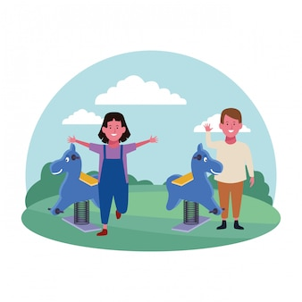 Zone pour enfants, souriant garçon et fille avec aire de jeux pour chevaux de printemps
