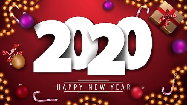 2020, feliz año nuevo, postal de felicitación roja con números volumétricos blancos sobre fondo rojo con regalos