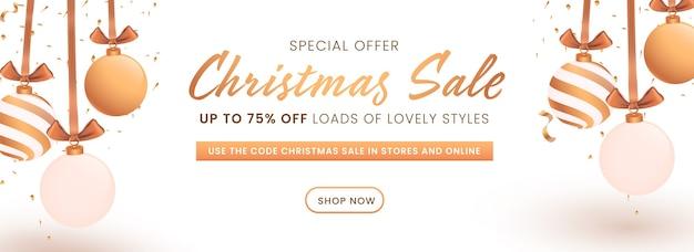 Hasta 75% de descuento en diseño de encabezado o banner de venta navideña decorado con adornos colgantes.