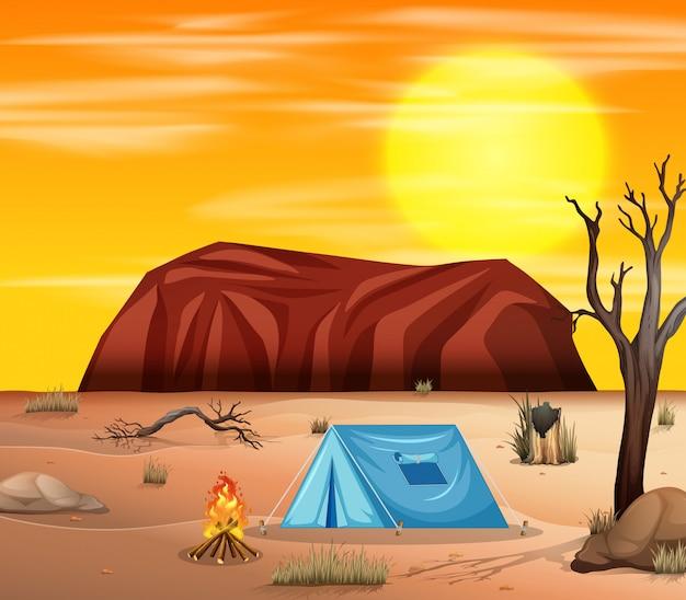 Acampando en escena del desierto