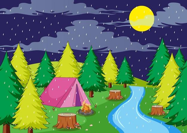 Acampar en noche lluviosa