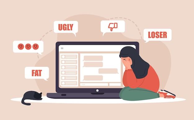 Acoso cibernético. triste mujer árabe con laptop recibiendo mensajes emergentes.