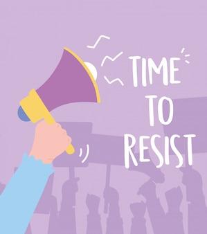 Activistas de manifestación, mano con tiempo de protesta de megáfono para resistir opinión en desacuerdo