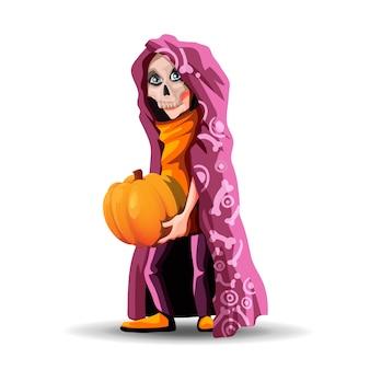 Un adolescente alto con una capa burdeos y una máscara de calavera. niño esqueleto sosteniendo una calabaza para halloween.