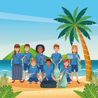 Adolescentes limpiando playa
