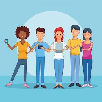 Adolescentes que usan teléfonos inteligentes y tabletas.