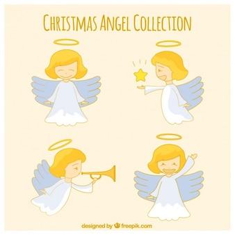 Adorable ángel dibujado a mano en diferentes posturas