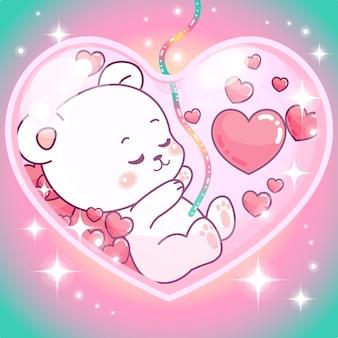 Adorable niña de osito de peluche dentro de la barriga de mami