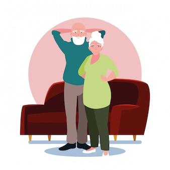 Adorable pareja de ancianos compartiendo en casa