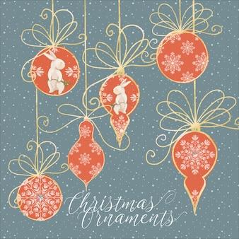 Adornos de árbol de navidad en rojo y dorado