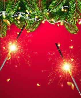 Adornos de decoración dorada de estrellas de brillo, guirnalda y borde de árbol de navidad sobre fondo rojo decorativo con bengalas. fondo de papel tapiz de plantilla de feliz navidad y feliz año nuevo